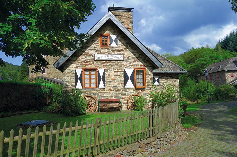 Die Kremermühle in Simonskall ist eines der ältesten Gebäude hier. Sie wurde 1622 erbaut und  lange als Kornmühle genutzt.